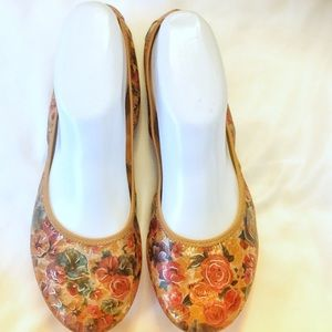 HUSH PUPPIES FLORAL BALLET FLATS.  NEW